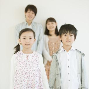 家族のポートレートの写真素材 [FYI04548070]