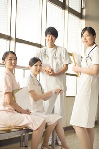 微笑む看護師の写真素材 [FYI04548136]
