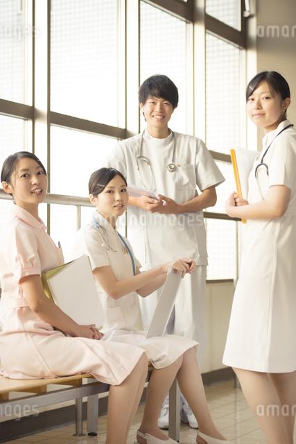 微笑む看護師の写真素材 [FYI04548138]