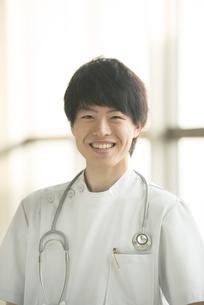 微笑む看護師の写真素材 [FYI04548142]