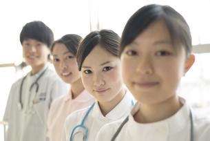 微笑む看護師の写真素材 [FYI04548199]