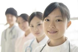 微笑む看護師の写真素材 [FYI04548203]