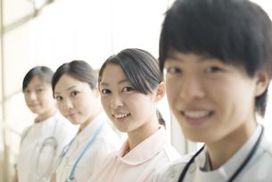 微笑む看護師の写真素材 [FYI04548207]