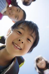 微笑む小学生の写真素材 [FYI04550940]