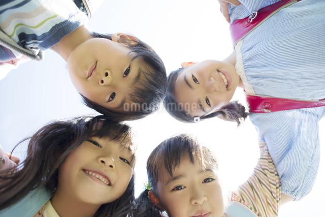 微笑む小学生の写真素材 [FYI04550950]