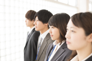 ビジネスウーマンとビジネスマンの横顔の写真素材 [FYI04551204]