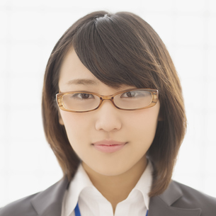 微笑むビジネスウーマンの写真素材 [FYI04551213]