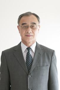 微笑むビジネスマンの写真素材 [FYI04551310]