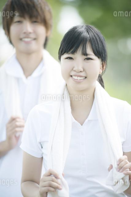 ジョギングをするカップルの写真素材 [FYI04551698]