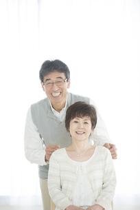 微笑むシニア夫婦の写真素材 [FYI04552113]