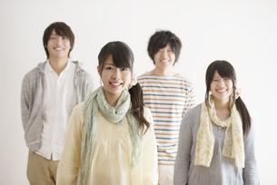 微笑む大学生の写真素材 [FYI04553451]