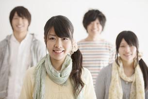 微笑む大学生の写真素材 [FYI04553453]