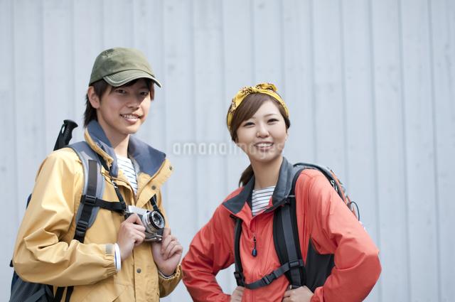 微笑むカップルの写真素材 [FYI04554826]