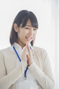 微笑むビジネスウーマンの写真素材 [FYI04555762]