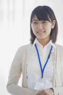 微笑むビジネスウーマンの写真素材 [FYI04555767]