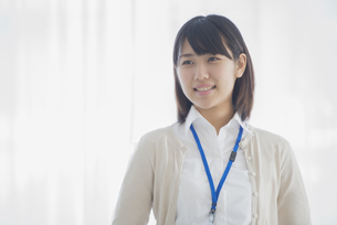 微笑むビジネスウーマンの写真素材 [FYI04555769]