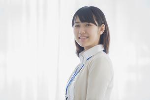 微笑むビジネスウーマンの写真素材 [FYI04555772]