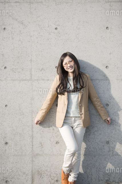 若い女性のポートレートの写真素材 [FYI04556120]