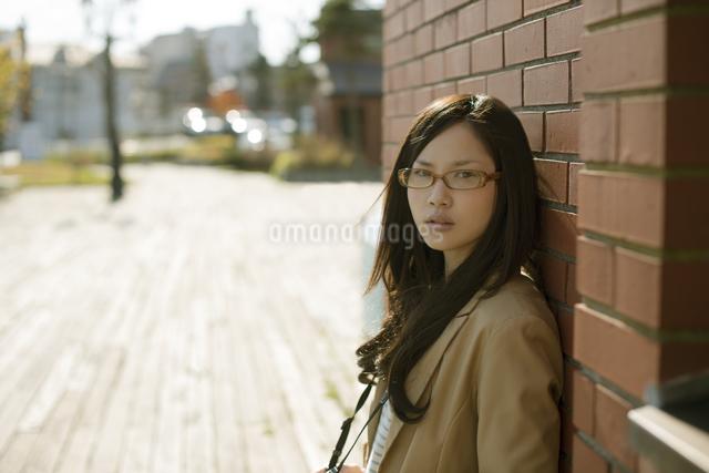 若い女性のポートレートの写真素材 [FYI04556142]