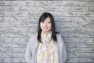 若い女性のポートレートの写真素材 [FYI04556167]