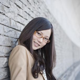 若い女性のポートレートの写真素材 [FYI04556184]