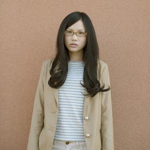 若い女性のポートレートの写真素材 [FYI04556235]