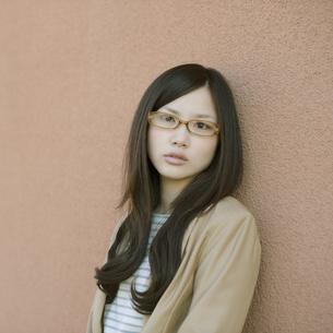 若い女性のポートレートの写真素材 [FYI04556237]