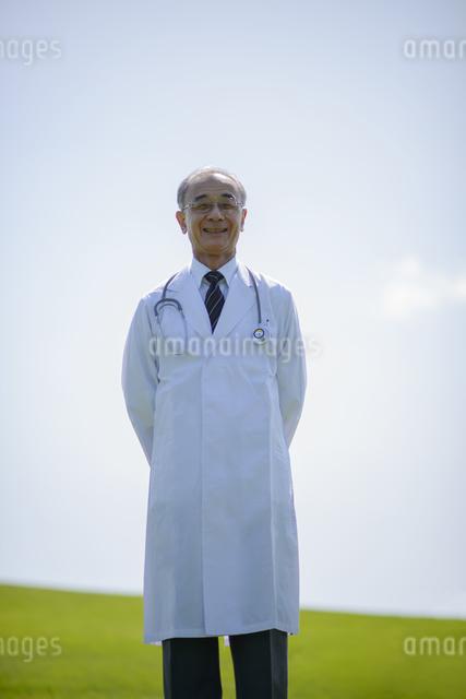 微笑む医者の写真素材 [FYI04557014]
