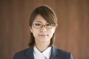 微笑むビジネスウーマンの写真素材 [FYI04557581]
