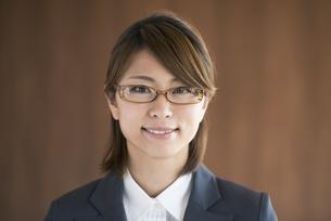 微笑むビジネスウーマンの写真素材 [FYI04557582]