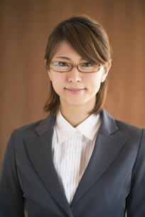 微笑むビジネスウーマンの写真素材 [FYI04557591]