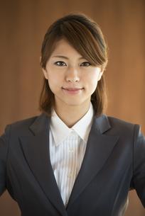 微笑むビジネスウーマンの写真素材 [FYI04557626]