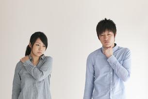 体調不良のカップルの写真素材 [FYI04557729]