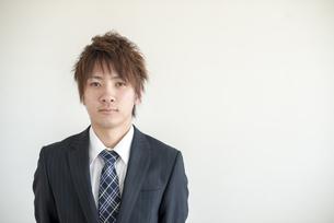 若いビジネスマンの写真素材 [FYI04558648]