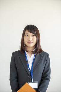 微笑むビジネスウーマンの写真素材 [FYI04558650]