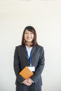 笑顔のビジネスウーマンの写真素材 [FYI04558652]