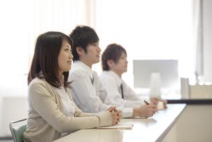 研修に参加するビジネスマンの写真素材 [FYI04558676]