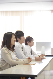 研修に参加するビジネスマンの写真素材 [FYI04558677]