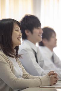 研修に参加するビジネスマンの写真素材 [FYI04558678]