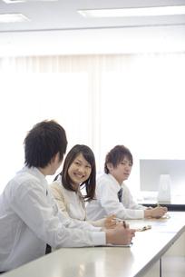 研修に参加するビジネスマンの写真素材 [FYI04558683]