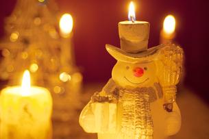 雪だるまのキャンドルの写真素材 [FYI04558995]