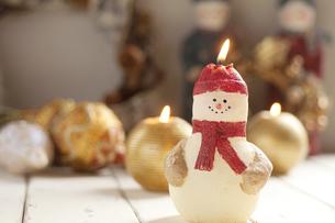 雪だるまのキャンドルの写真素材 [FYI04558996]