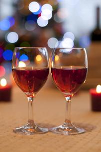 赤ワインとキャンドルの写真素材 [FYI04559515]