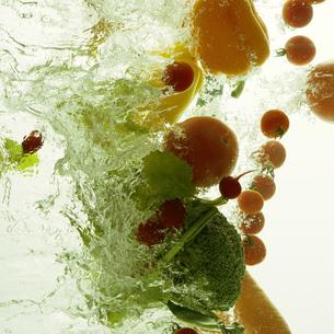 飛び出す野菜の写真素材 [FYI04559715]