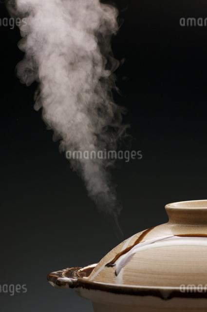 土鍋と湯気の写真素材 [FYI04559778]