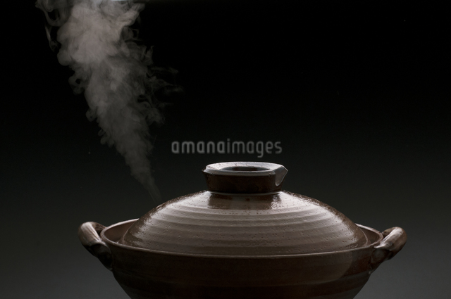 土鍋と湯気の写真素材 [FYI04559781]