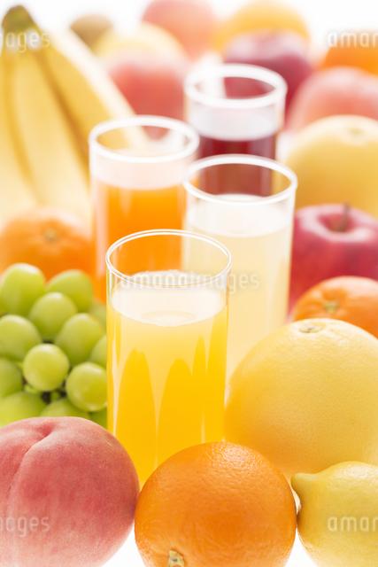 ジュースとフルーツの写真素材 [FYI04559959]