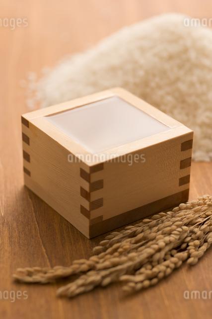 日本酒と米の写真素材 [FYI04560068]
