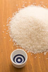 日本酒と米の写真素材 [FYI04560077]