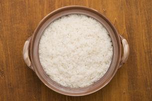 土鍋で炊いたご飯の写真素材 [FYI04560169]